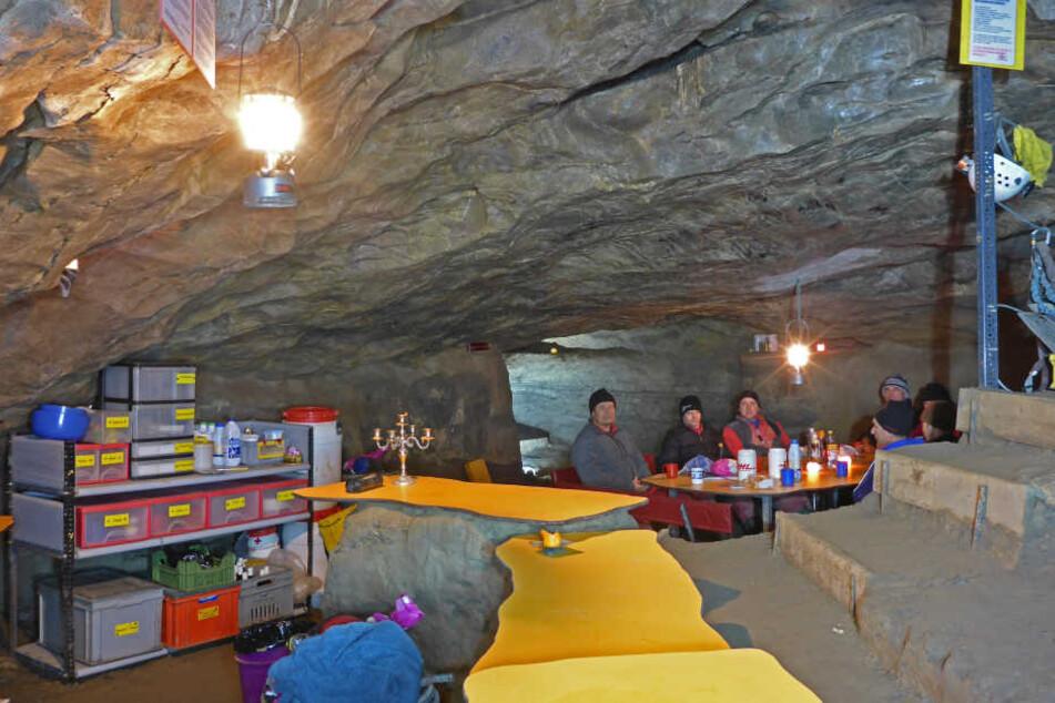 In dieser Höhle saßen die Männer mehrere Tage lang fest. (Archivbild)