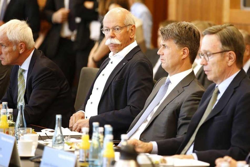 Matthias Wissmann, Präsident des Verbandes der Autoindustrie (VdA), BMW-Chef Harald Krüger, Daimler-Chef Dieter Zetsche, und Volkswagen-Chef Matthias Müller (v.r.n.l.) im August 2017 beim Diesel-Gipfel.