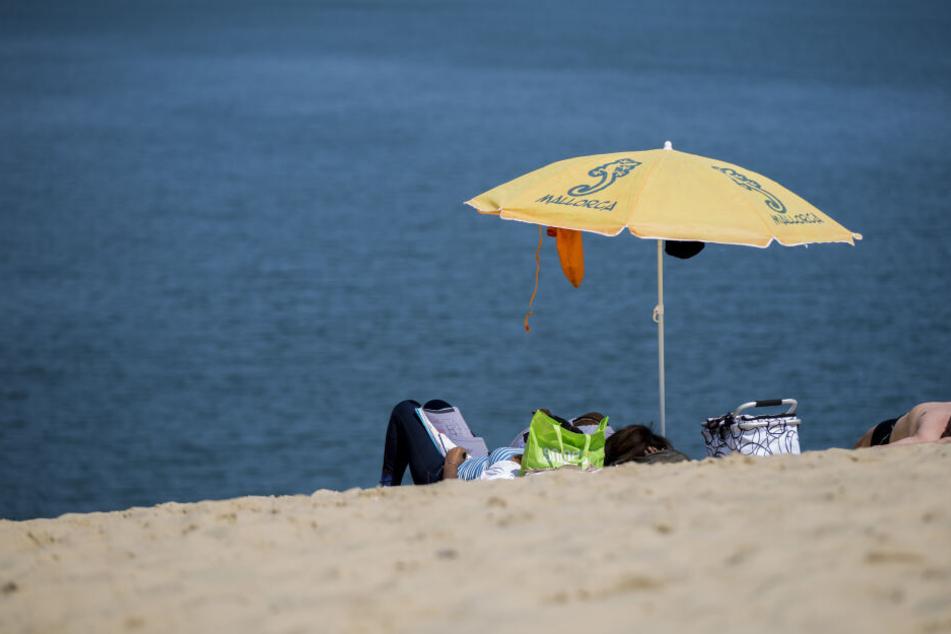 Die leblose Frau wurde im Strandbad entdeckt. (Symbolbild)