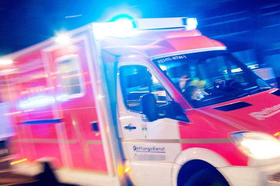 Zwei Fahrgäste kamen mit schweren Verletzungen ins Krankenhaus (Symbolbild).