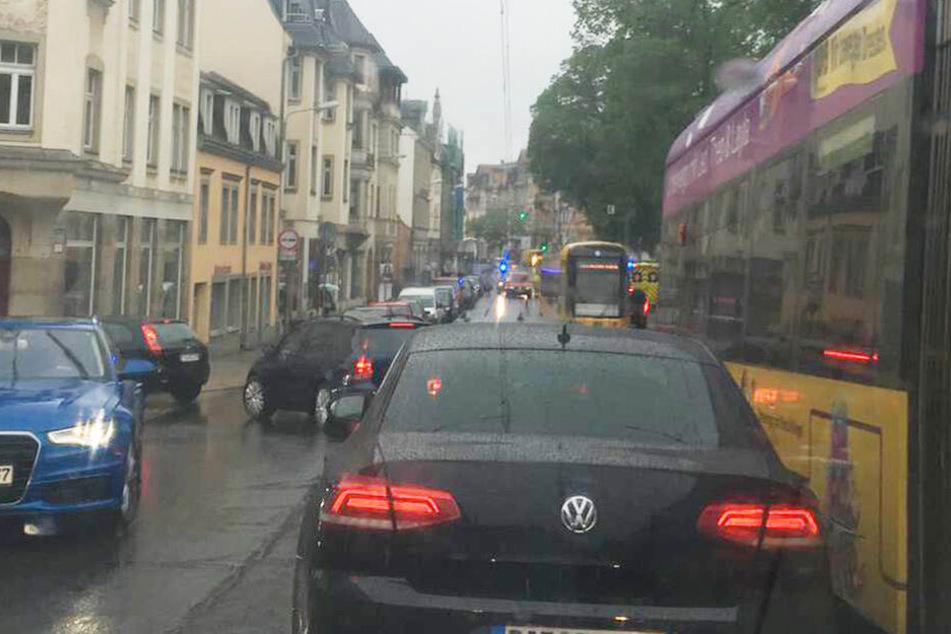 Rasch entwickelte sich auf der Bautzner Landstraße ein Stau.