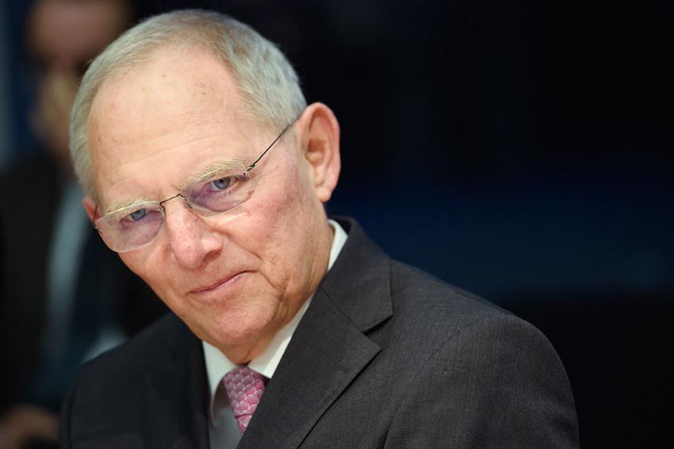 Er hat das dickste Plus: Bundestagspräsident Wolfgang Schäuble hat ab Juli jeden Monat rund 500 Euro mehr auf dem Gehaltszettel.