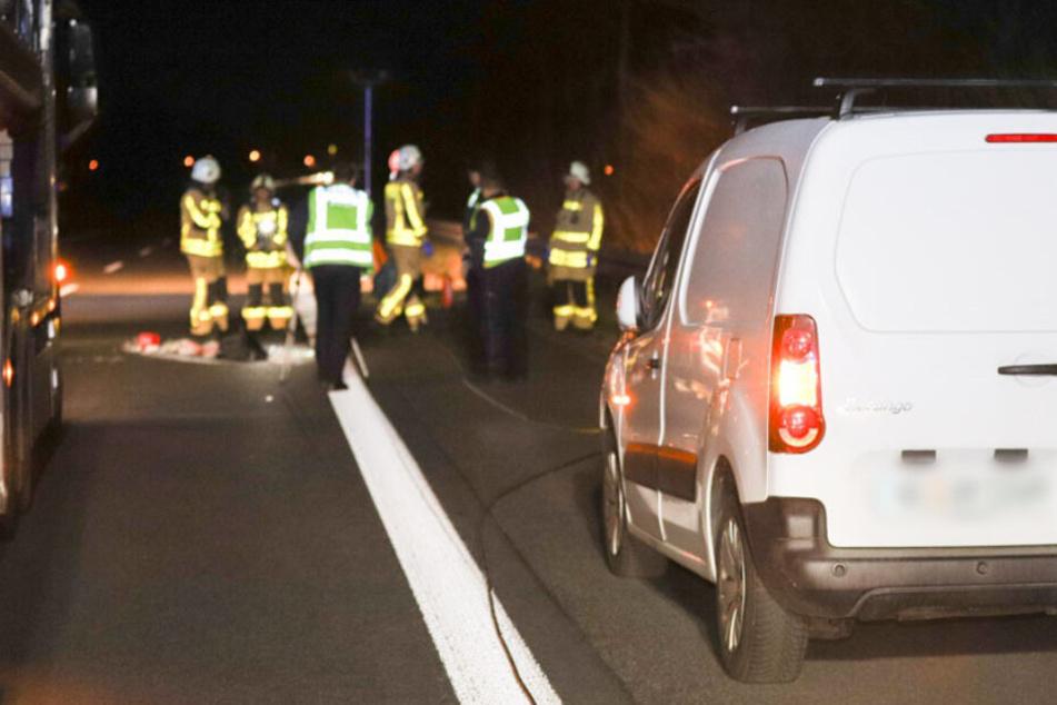 Tragischer Unfall auf Autobahn: Mann steigt wegen Panne aus seinem Wagen und wird überrollt