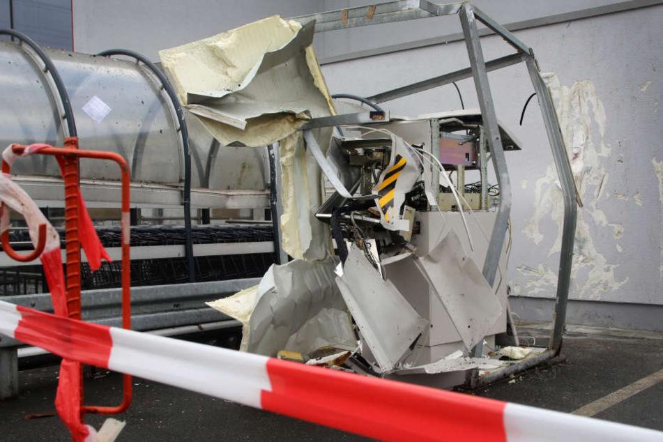 In Nordrhein-Westfalen wird einen Geldautomaten nach dem anderen in die Luft gesprengt.