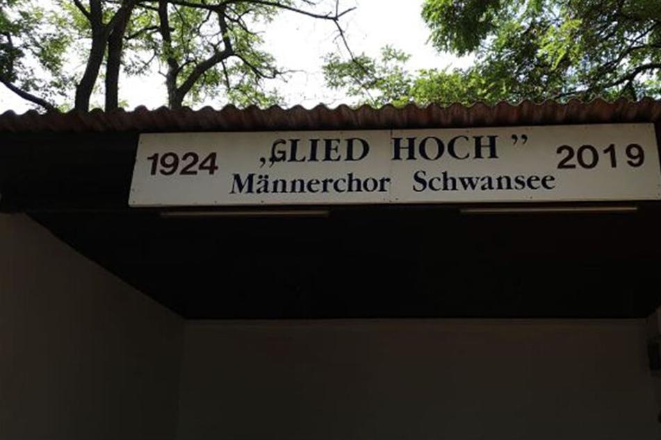 """Böse Überraschung für Männerchor: Verein wirbt plötzlich mit """"Glied Hoch"""""""