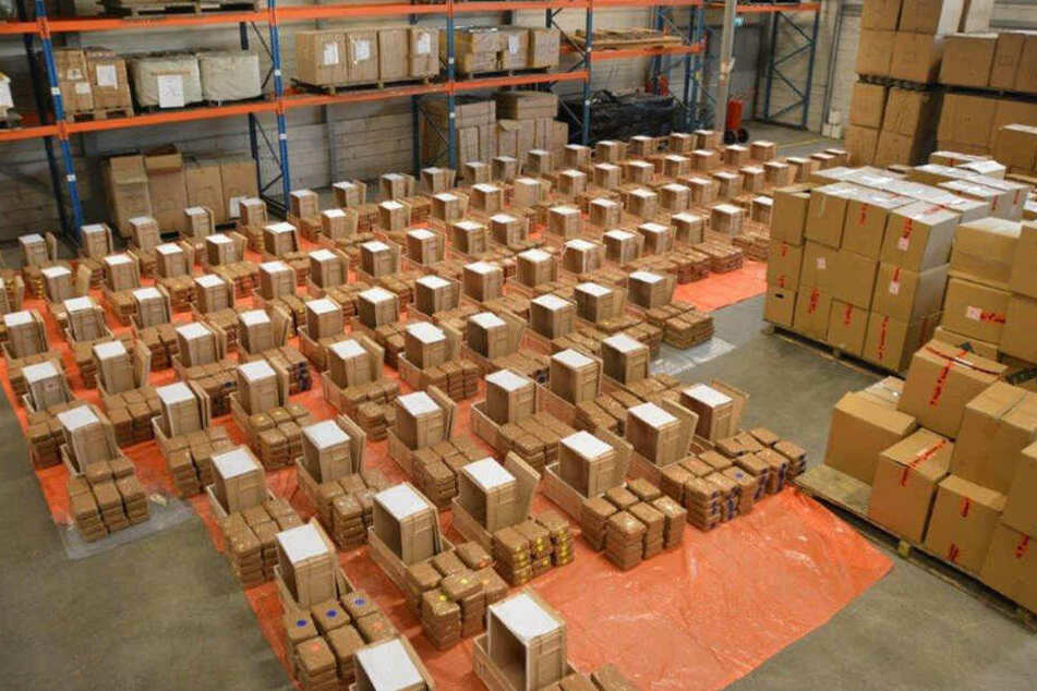Im vergangenen Jahr wurden im Rotterdamer Hafen rund 19 Tonnen Drogen sichergestellt. (Archivbild)