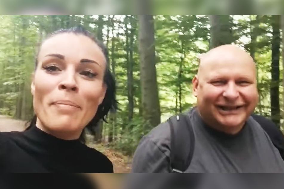 Christiane Schleicher (31) mit DJ Happy Vibes (54) auf Single-Wegen.