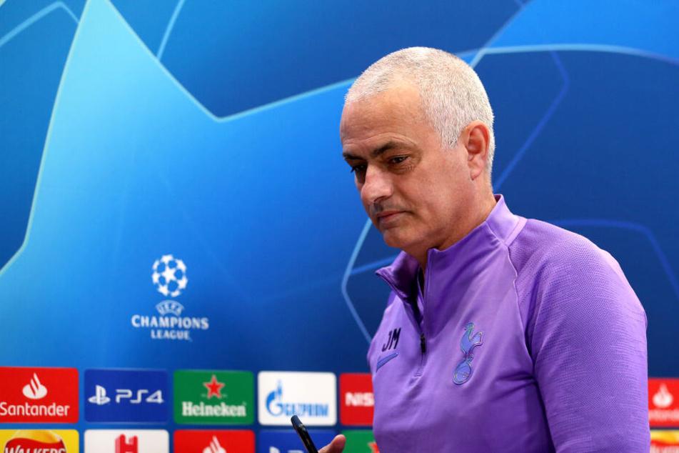 Kult-Coach José Mourinho (57) legte bei der Pressekonferenz eine Märchenstunde hin.