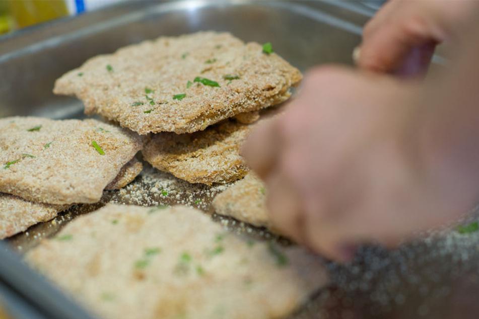 Panierte Soja-Schnitzel könnten schon bald in den Bezirkskantinen serviert werden.