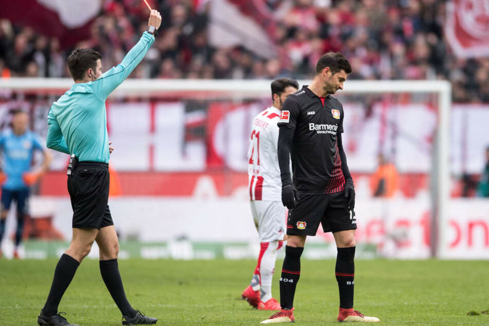 Platzverweis:Das Spiel war für Lucas Alario nach 31 Minuten beendet.
