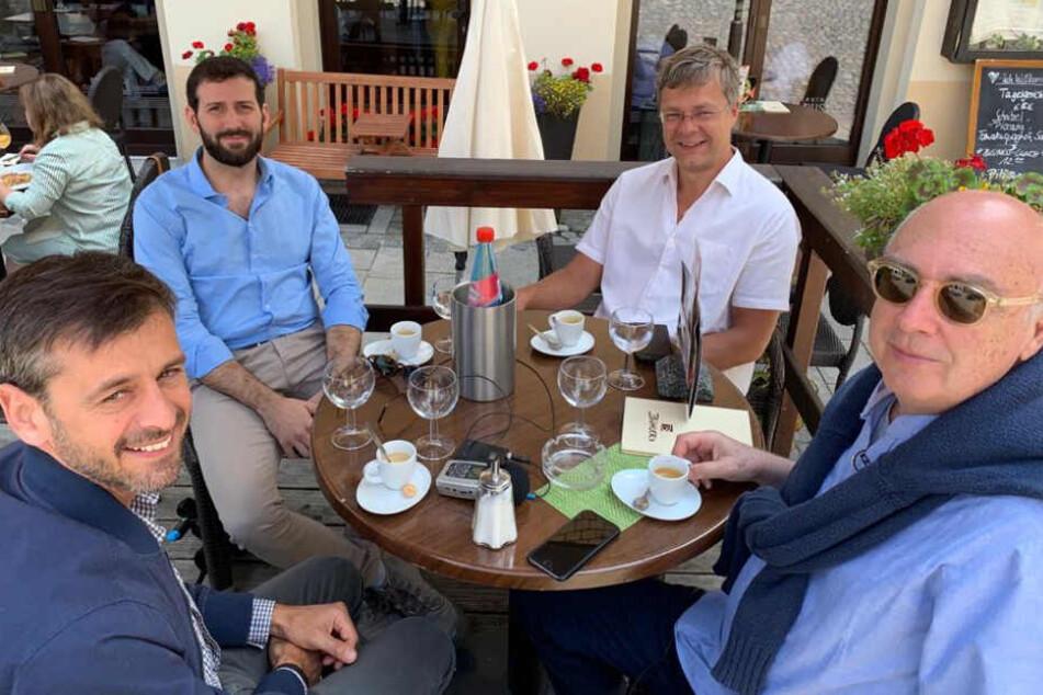 Ein TV-Team drehte drei Tage in Chemnitz und Umgebung. Hier traf das Team Stollbergs Bürgermeister (2.v.r.) Marcel Schmidt (46, Freie Wähler Union).