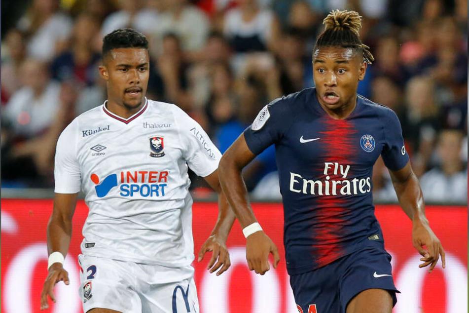Soll das offensive Mittelfeld verstärken: Paris Saint-Germains Christopher Nkunku (r.).