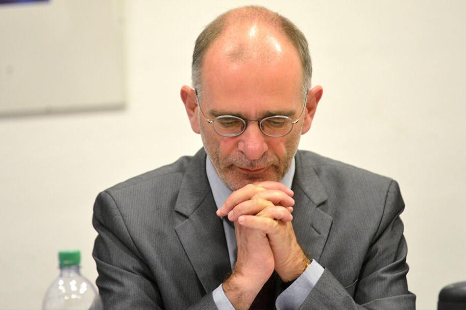 Die Gebete von Christian Behr (57) wurden nicht erhört: Bei der Bischofs-Wahl in Mecklenburg-Vorpommern hatte Kreuzkirchen-Pfarrer das Nachsehen.