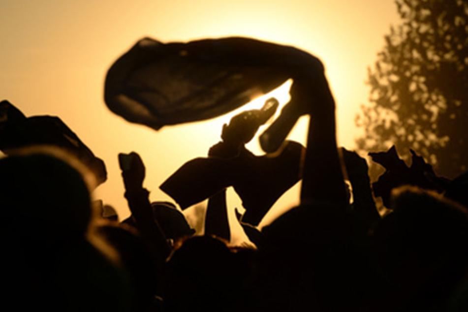 Im Sommer verlegen Feierwütige die Tanzfläche gern ins Freie. Bis jetzt ist das in Leipzig allerdings verboten (Symbolbild).