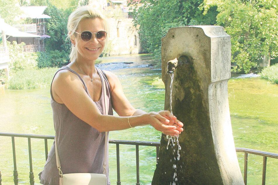 Erfrischend: Besuch von Frankreichs größter Quelle in Fontaine-de-Vaucluse.