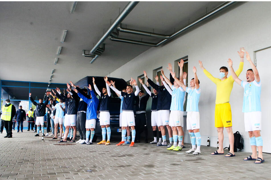...und feierten mit ihrer Mannschaft und mit Abstand den Pokaltriumph.