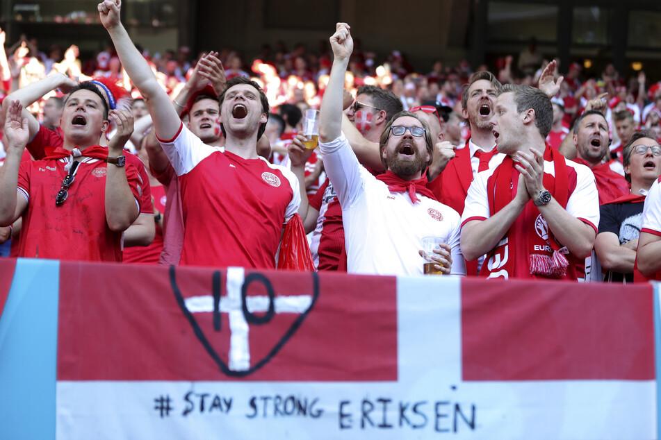 Nicht nur die dänischen Fans waren im ersten Spiel nach Christian Eriksens Herzstillstand in Gedanken bei ihrem im Krankenhaus liegenden Star-Spieler.