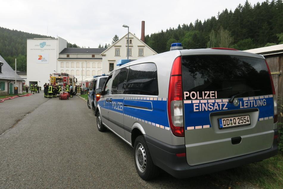 Brand in Papierfabrik im Erzgebirge: Lagerraum in Flammen