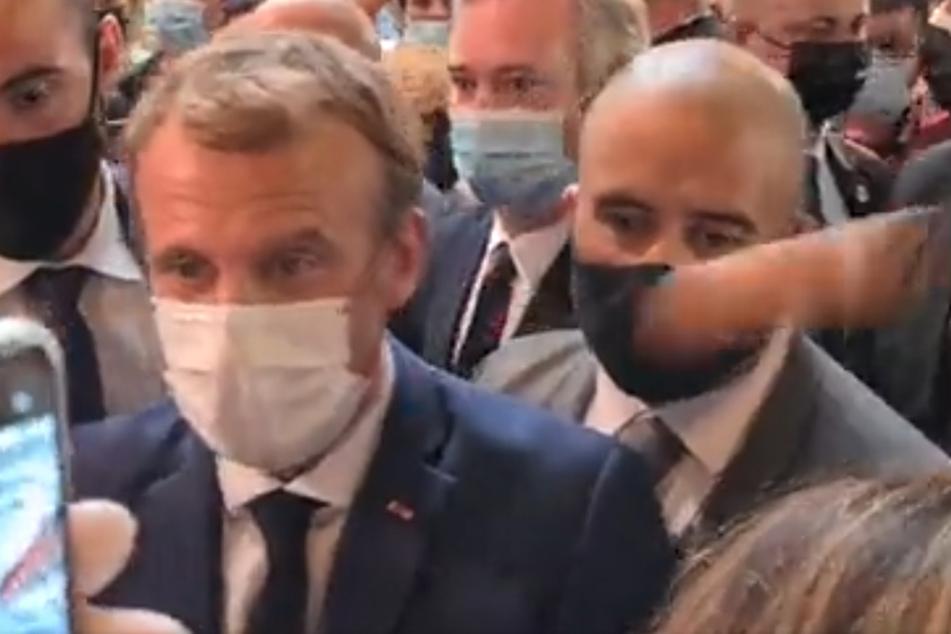 Frankreichs Präsident Macron von 19-Jährigem mit Ei beworfen