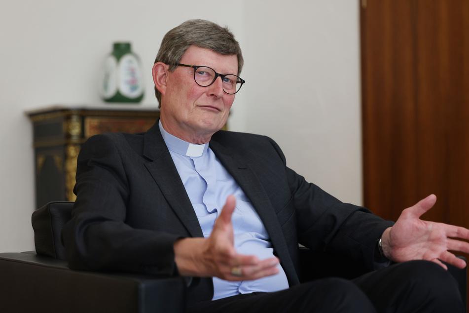 Der Kölner Kardinal Rainer Maria Woelki (65) hat sich in letzter Zeit von mehreren seiner Mitarbeiter getrennt.