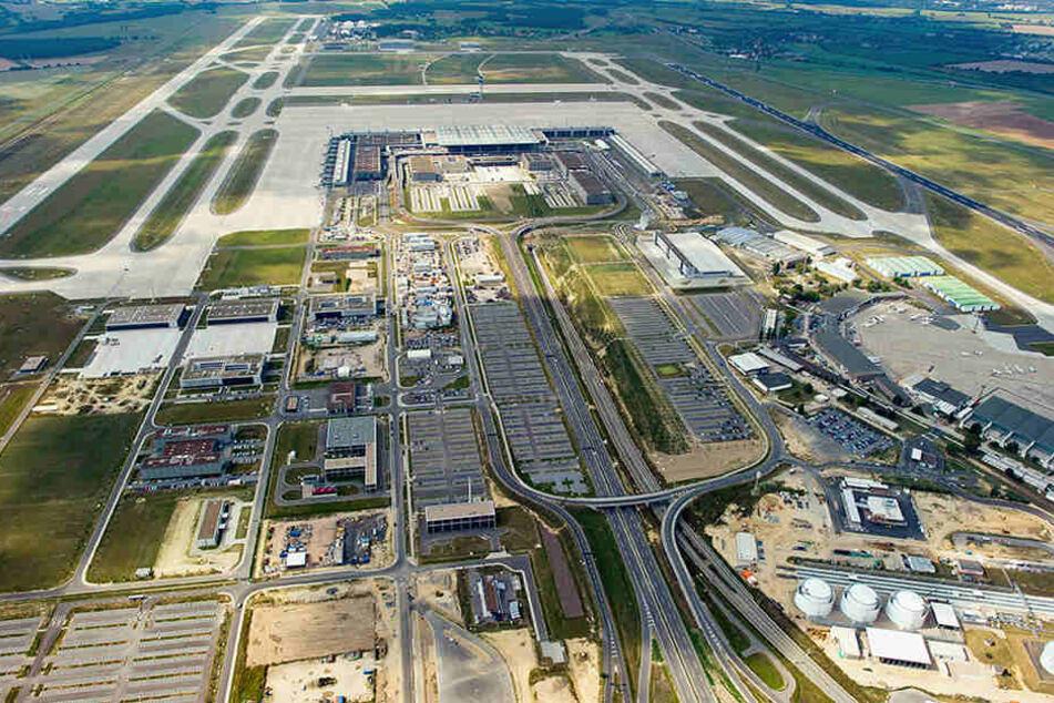 Die Kapazität des neuen Hauptstadtflughafens kann nach einem Konzept der Betreiber bis 2035 von jetzt 22 Millionen Fluggästen im Jahr auf 55 Millionen erhöht werden.
