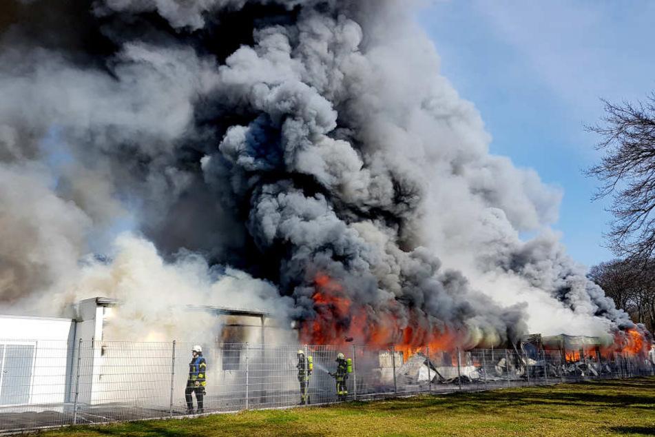 Ein fürchterlicher Brand entsetzte im März das Flüchtlingsheim in Mönchengladbach.