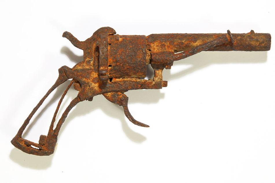 Dieses am 19. Juni 2019 vom Auktionshaus Drouot undatierte Foto zeigt einen Revolver, von dem angenommen wird, dass er vom niederländischen Maler Vincent van Gogh benutzt wurde, um sich das Leben zu nehmen.