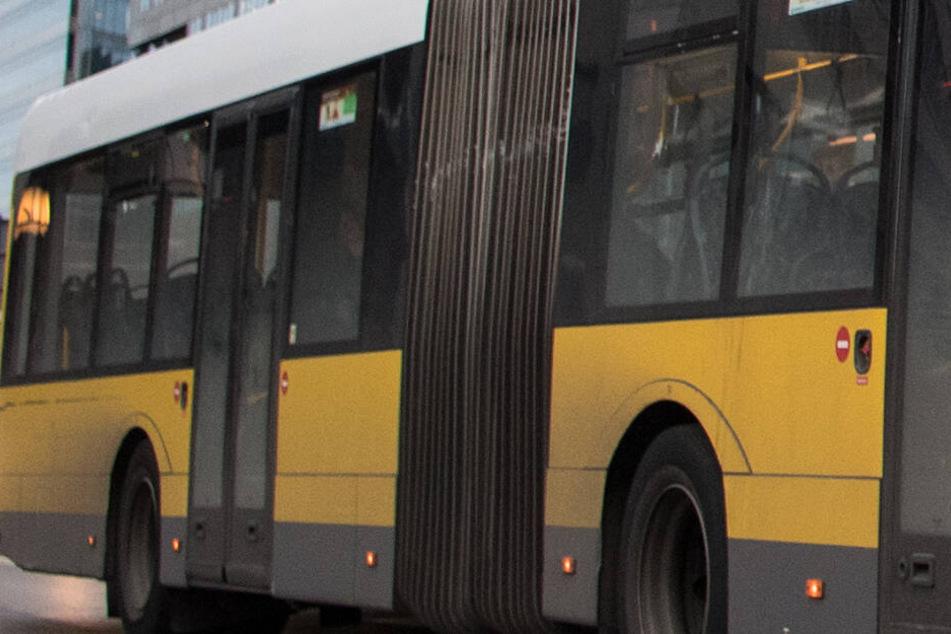 Stuttgart: Fahrgast setzt sich in Bus und verätzt sich den Hintern