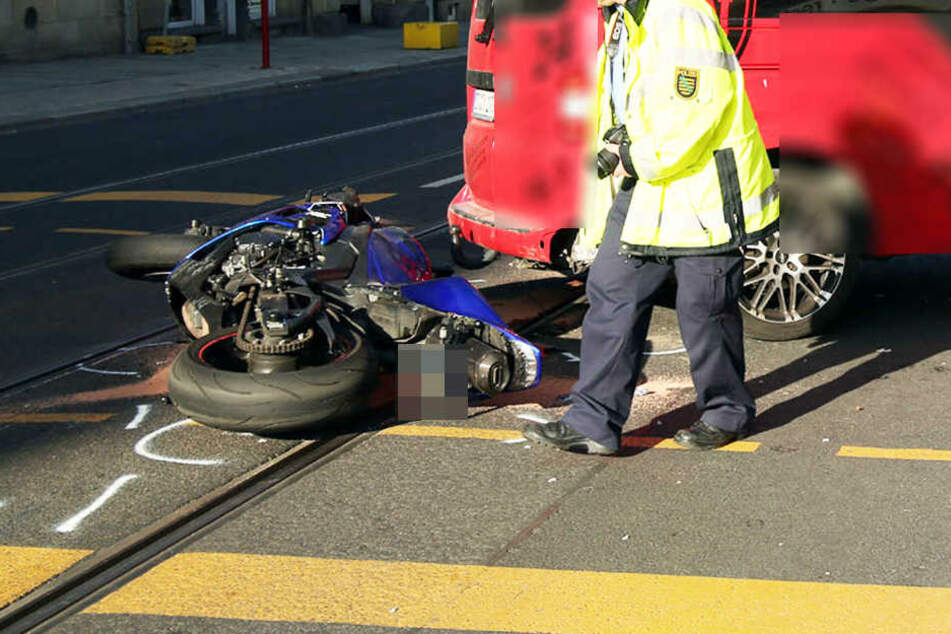 Der Transporter wollte wenden und übersah den Motorradfahrer, der offenbar aber viel zu schnell unterwegs war.