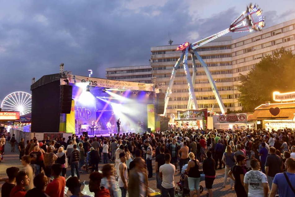 Gegen 0.30 Uhr ging die Musik auf der Bühne vorm Karl-Marx-Monument aus.