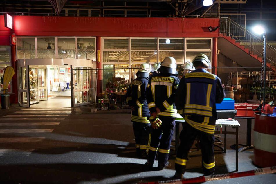 Die Feuerwehr rückte mit einem Großaufgebot in Unkel an.