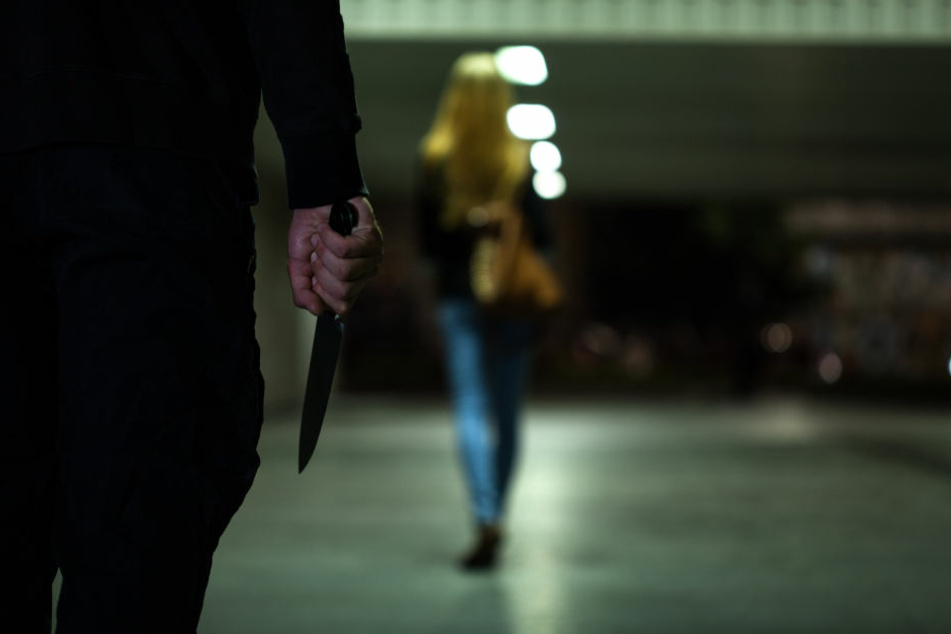 Der Unbekannte griff die Frau am Rosenheimer Platz an. (Symbolbild)