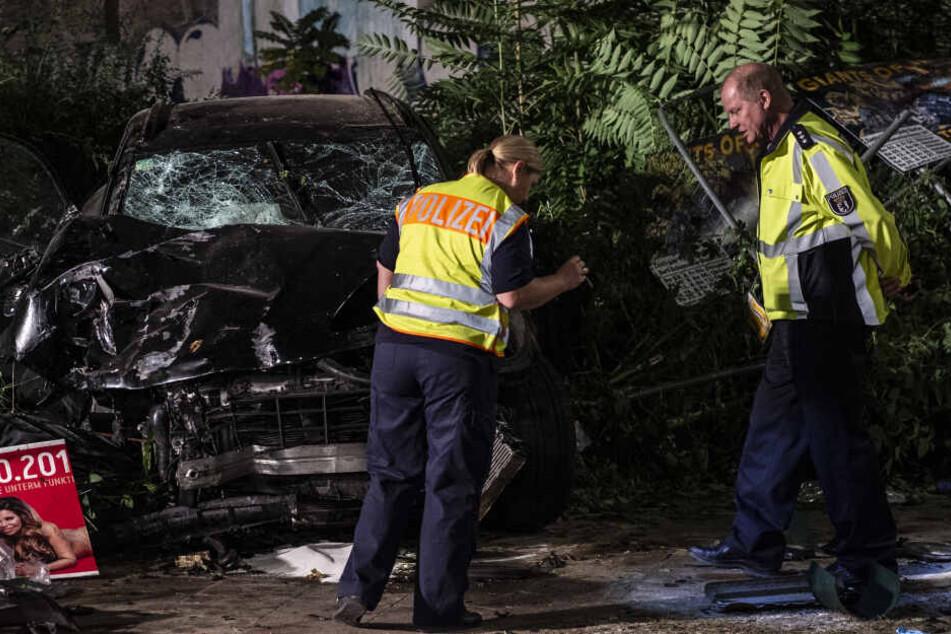 Berlin: Nach schwerem SUV-Unfall mit vier Toten: Polizei ermittelt wegen fahrlässiger Tötung