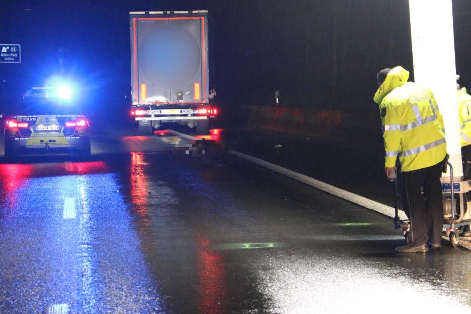 Eine Person wurde von einem Lkw auf der Rodenkirchener Brücke erfasst.