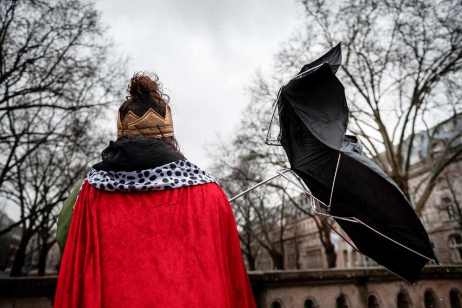 Kräftiger Sturm: Zöch-Absage in Köln, Kö-Treiben in Düsseldorf fällt auch aus!