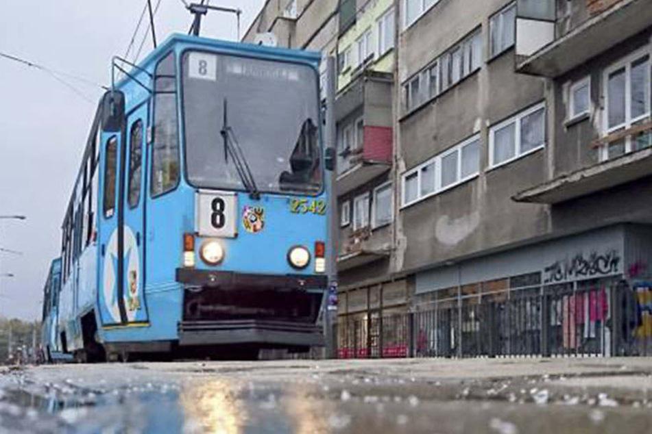 In einer Straßenbahn eskalierte die Situation komplett. (Symbolbild)