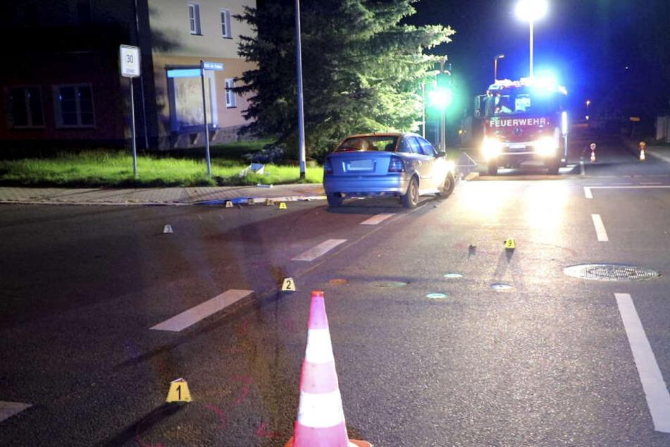 Ein Motorrad kollidierte auf der Straße des Friedens mit einem Opel.