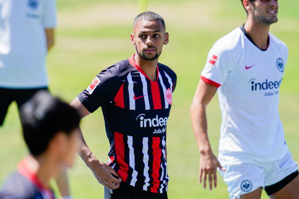 Djibril Sow (Mi.) kam für die Rekordsumme von neun Millionen Euro zur Eintracht.