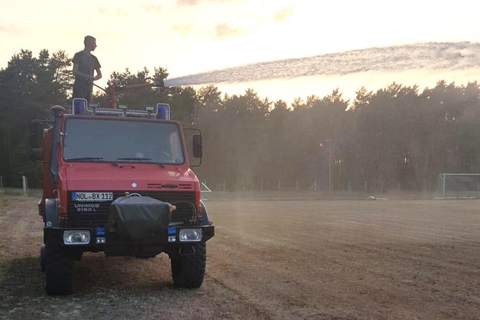 Wasser marsch heißt es alle zwei Tage für die Feuerwehr am Boxberger Sportplatz.