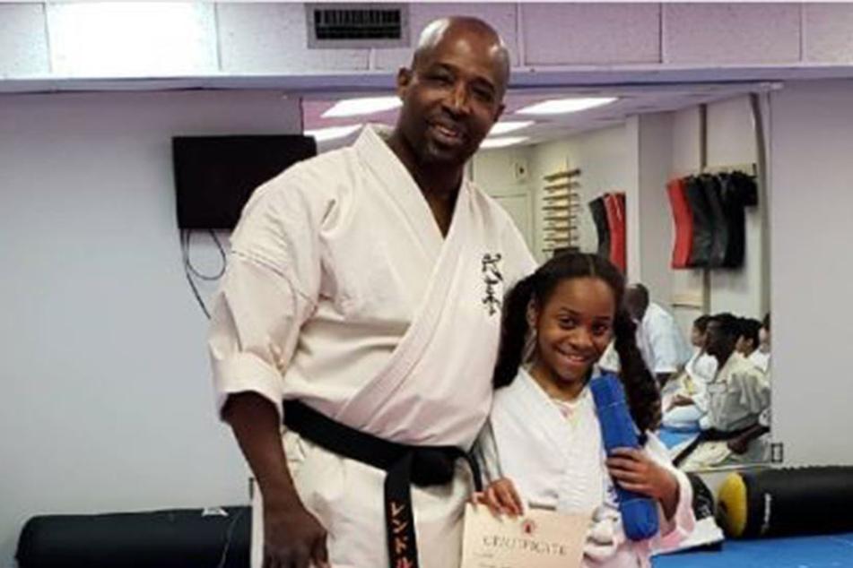 Der Karate-Held in seinem Studio.