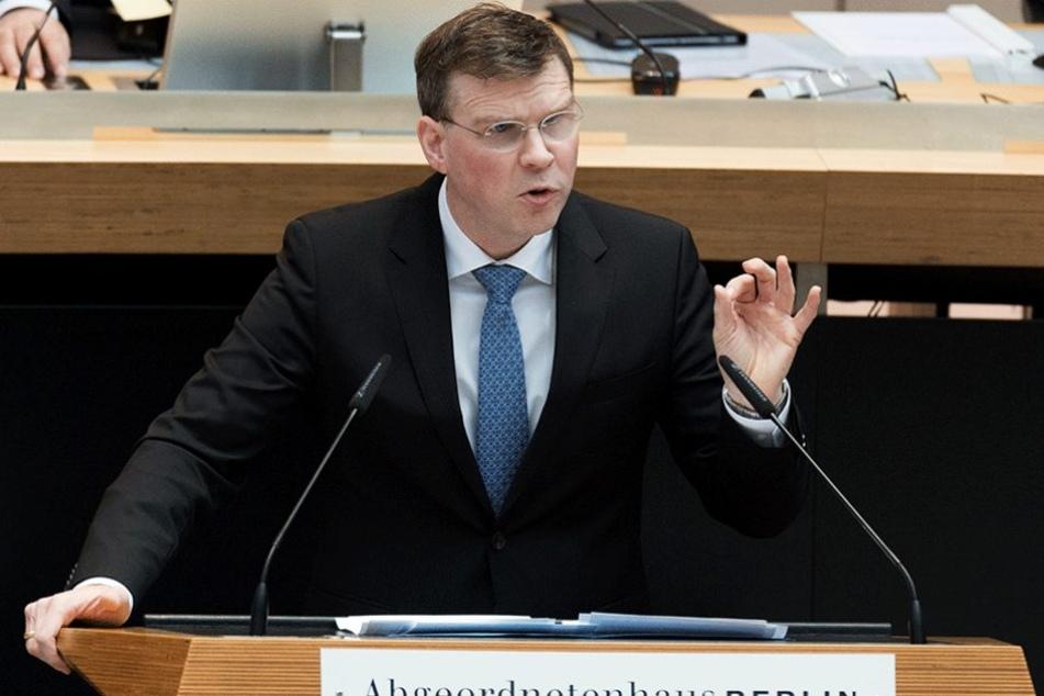 Der Abgeordnete Florian Graf (CDU) spricht bei einer Sitzung des Abgeordnetenhauses während der Debatte zur Verkehrswende.