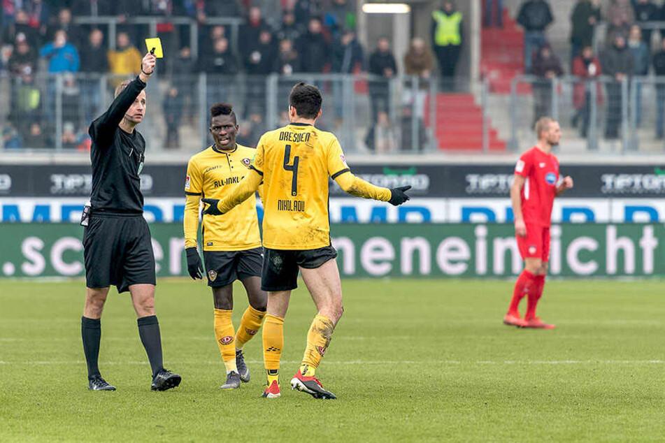 In Heidenheim kassierte Jannis Nikolaou eine seiner bisher sieben Gelben Karten in dieser Saison. Wobei aus den zwei Gelben gegen Union Berlin eine Gelb-Rote wurde.