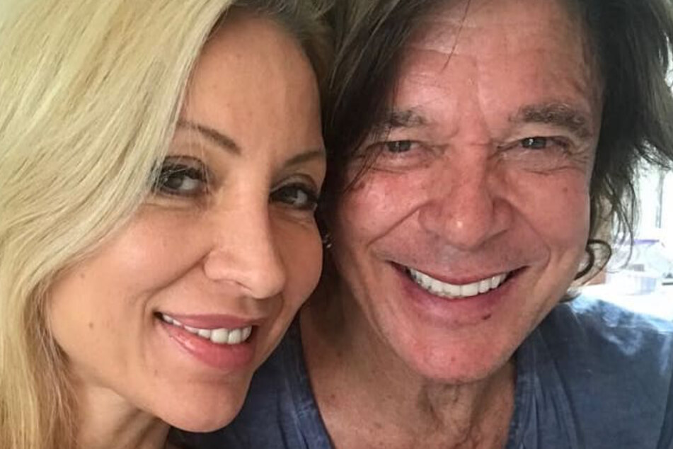 Trotz einem Altersunterschied von knapp dreißig Jahren sind beide immer noch glücklich zusammen.