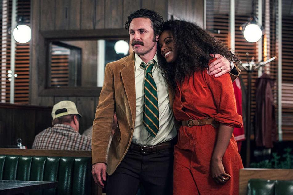 Detective John Hunt (l., Casey Affleck) mit seiner Frau Maureen (Tika Sumpter).