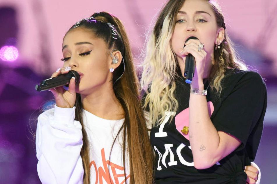 Auch mit Sängerin Miley Cyrus performte Grande einen Song.