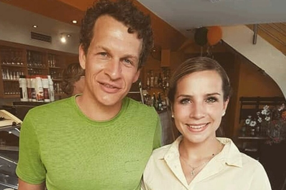 """Schlagersternchen Sophia Venus (24) beim """"Ranger""""-Dreh mit Sebastian Kaufmane (34). Er spielt den Freund von Ranger Jonas."""