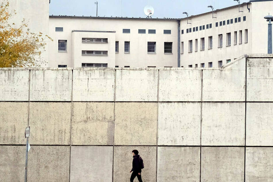 In Sachsens Gefängnissen herrscht Personalmangel, das beklagt die Gefangenengewerkschaft. Hier zu sehen die JVA Leipzig.