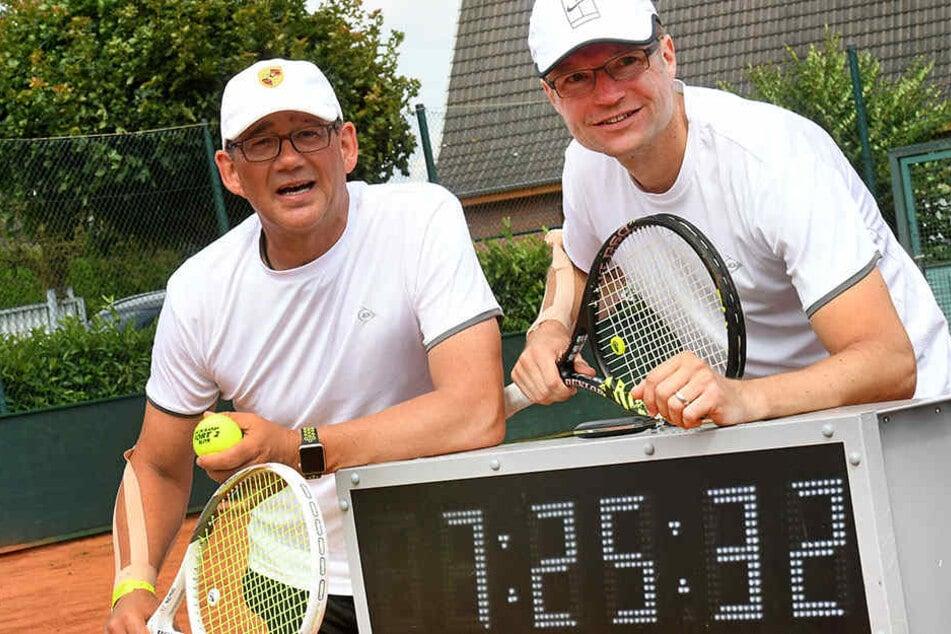 Dennis Heitmann (re.) und Christian Masurenko (li.) kennen sich von gemeinsamen Tennis-Stunden in Herford.