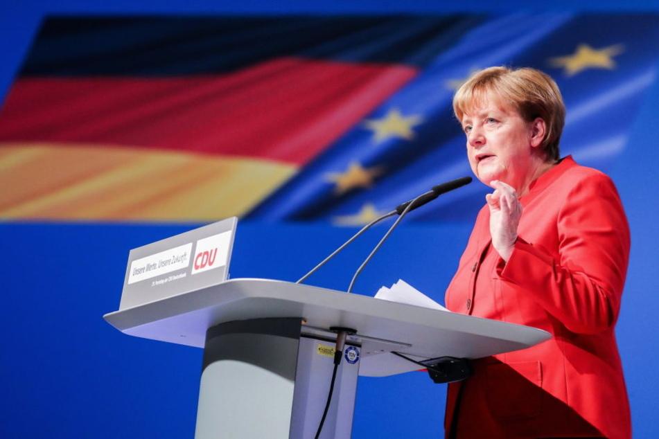 Am Freitag hatte bereits Bundeskanzlerin Angela Merkel auf schnellere Abschiebungen nach Tunesien gedrungen.