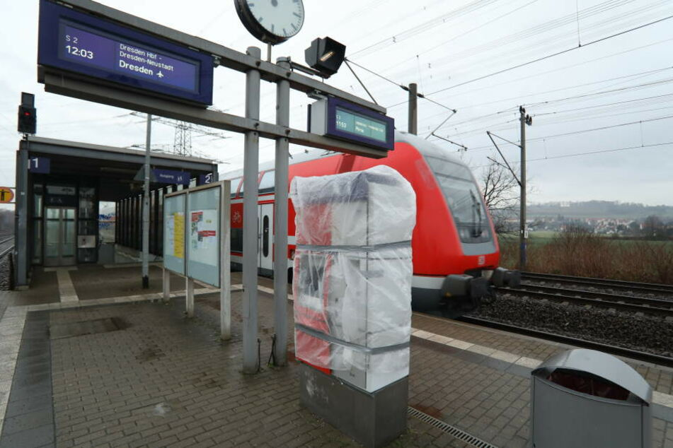Am Haltepunkt Großzschachwitz wurde ein Fahrkartenautomat gesprengt.